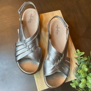 🆕Cole Hann by claks metallic gray sandals
